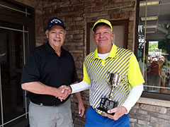 2018 Brady Cup Champion Steve Stone receiving trophy from Walt Ailes